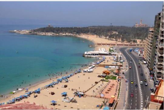 بالصور | أسعار شواطئ أسكندرية المجانى منها والمميز