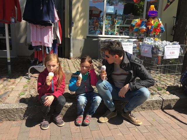 Eis essen in Burg, Fehmarn