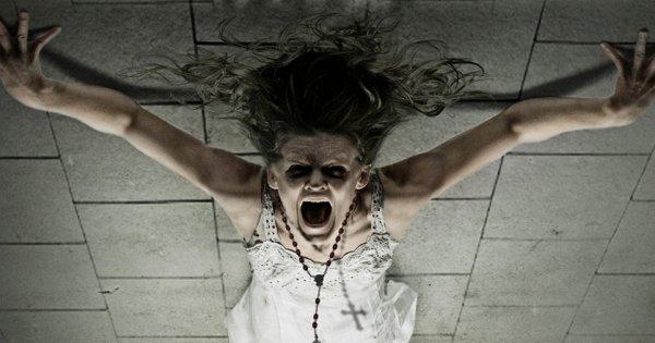 Κυριεύτηκε...από δαίμονα παίζοντας με τον «πίνακα των πνευμάτων» στο κινητό της (video)
