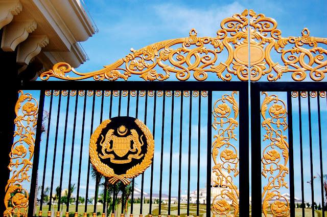 bowdywanders.com Singapore Travel Blog Philippines Photo :: Malaysia :: The Istana Negara in Kuala Lumpur, Malaysia