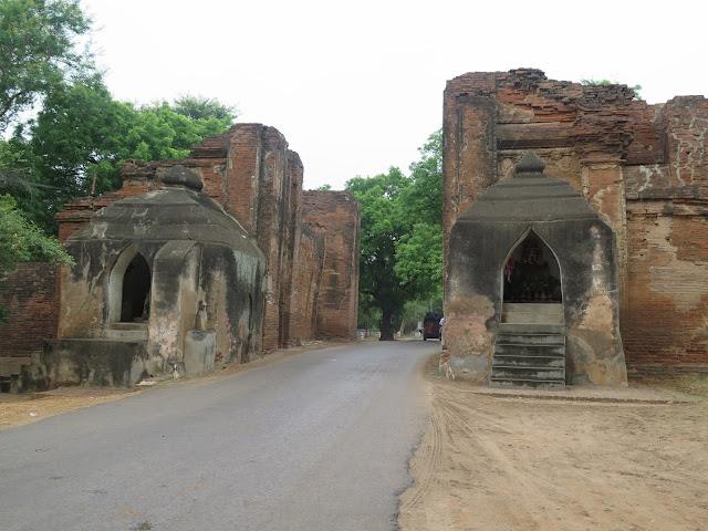 Puerta de Tharaba