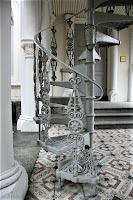 Metalowe schody spiralne fot https://commons.wikimedia.org