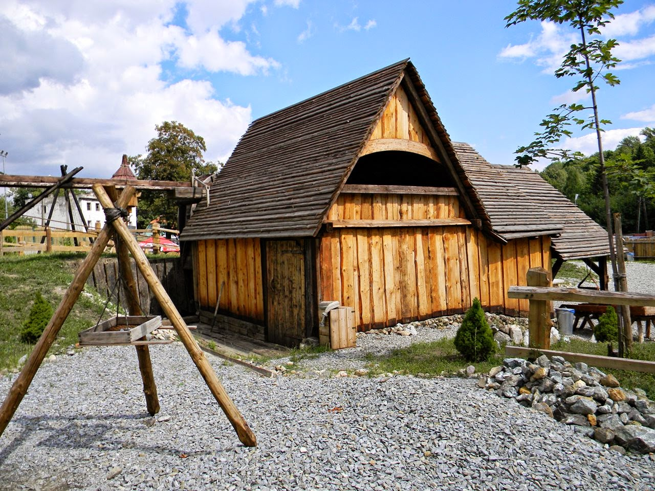 drewniany dom, urządzenie, muzeum, zieleń, kamienie