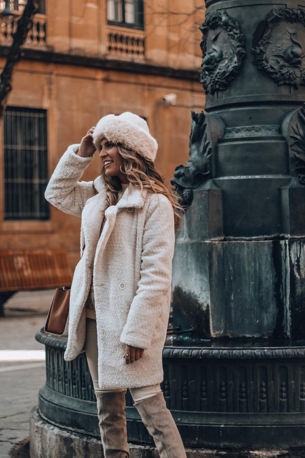 abrigo peluche beige claro