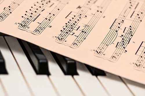 pengertian musik menurut para ahli, pengertian musik modern, pengertian musik secara lengkap dan unsur-unsurnya,definisi musik, bukusemu