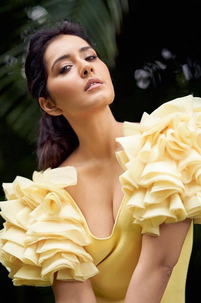 Actors Gallery: Raashi Khanna Ravishing Pictures