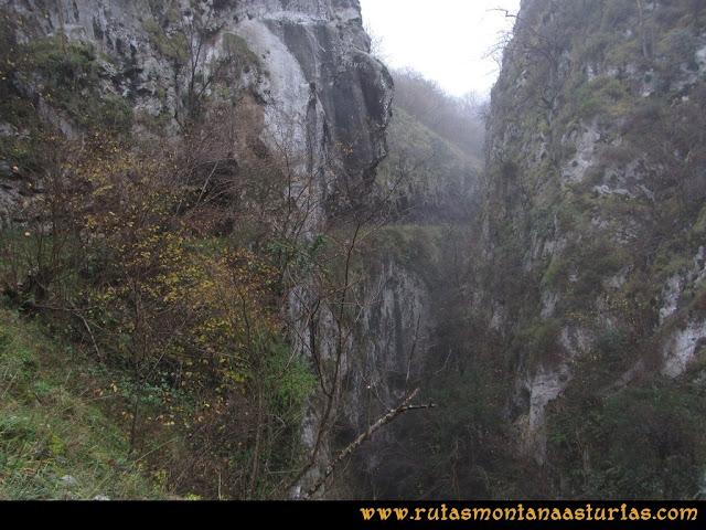 Ruta de las Xanas y Senda de Valdolayés: Estrechando el desfiladero de las Xanas