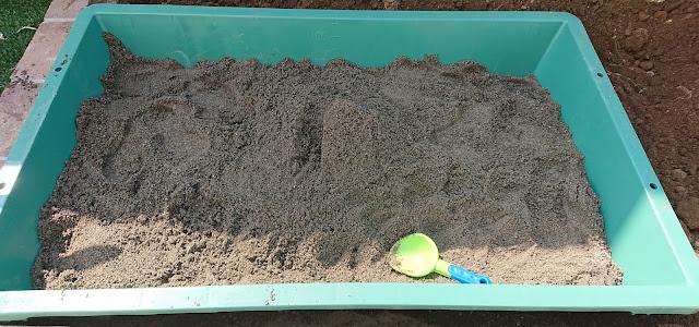 庭に砂場の完成