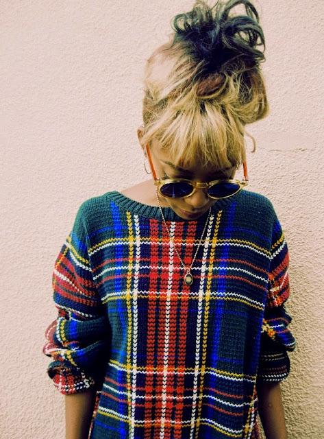 krata ozdobna w swetrze