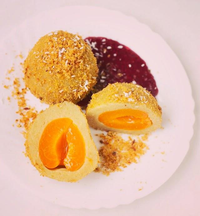 Vegan apricot dumplings from potato dough