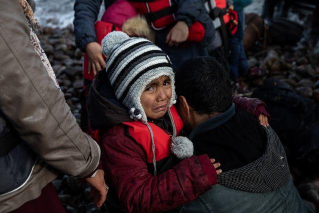 Με δωρεάν λεωφορεία μεταφέρουν οι Τούρκοι τους πρόσφυγες