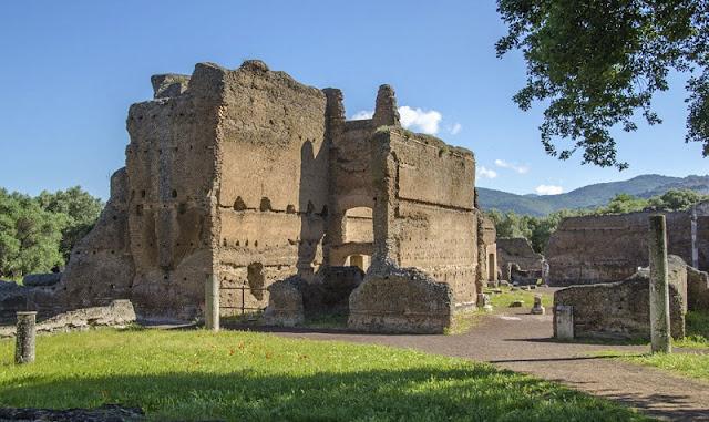 Ruína na Villa Adriana em Tivoli