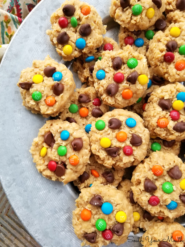 No-Bake Monster Cookies! A simple, easy no-bake peanut butter cookie recipe with quick-cooking oats topped with chocolate chips and M&Ms. #monster #cookies #nobake