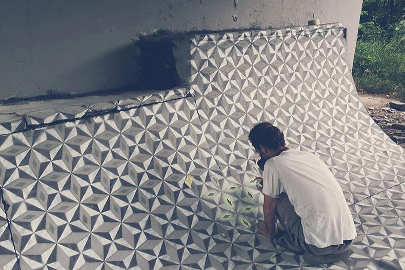 Nuevos graffitis de azulejos geométricos en lugares abandonados por Javier de Riba