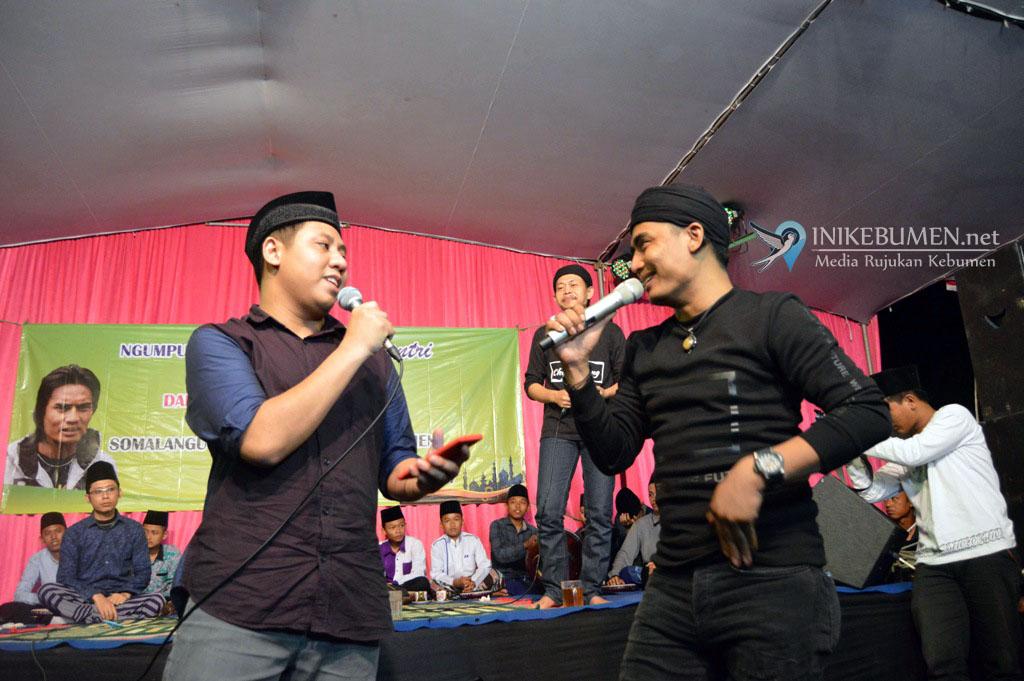 "Charly Setia Band ""Nyantri"" di Ponpes Al Falah Somolangu Wetan"