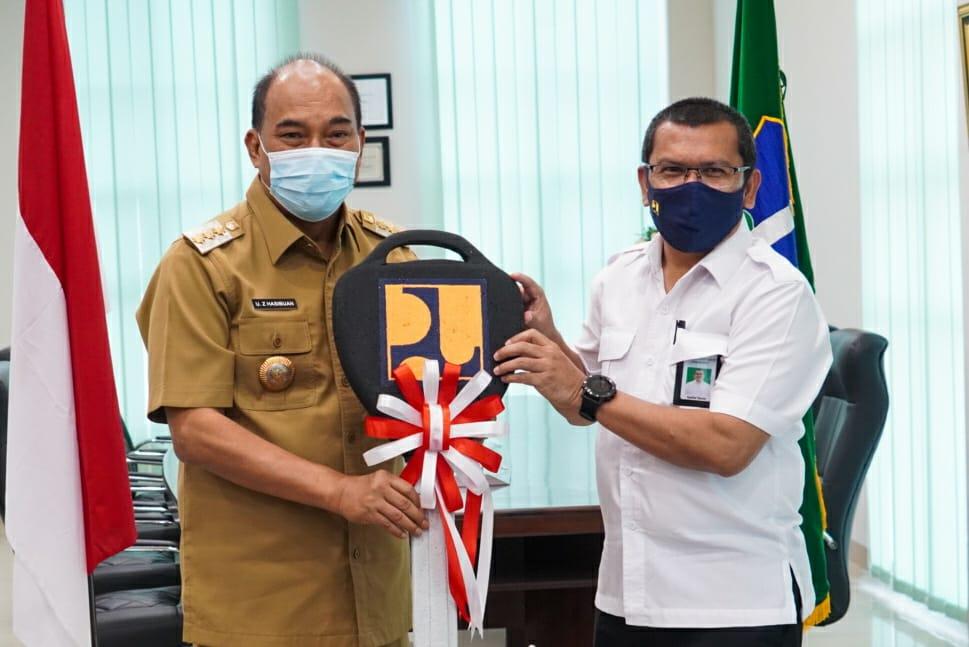Walikota Tebing Tinggi Menerima Satu Unit Truck Tinja IPLT Dari Kementrian PUPR Dirjen Cipta Karya