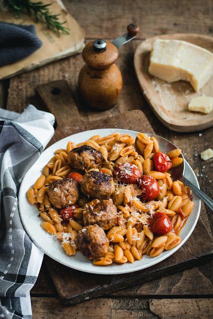 Gnocchetti sardi et boulettes de viande à la tomate