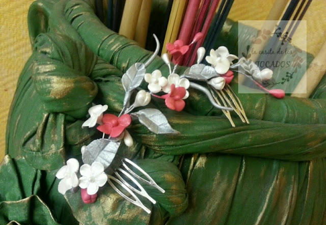 peineta artesanal en porcelana fría para novia vintage realizada por encargo