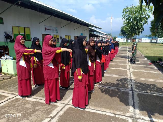 Prajurit Yonarmed 11 Kostrad Mengajar Murid SMP Islam Terpadu Magelang