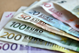 Apa Beda Mata Uang Euro dan Pound Sterling?