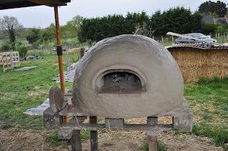Four en terre réalisé lors d'un stage à Guichen en Bretagne