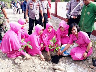 Ketua Cabang Bhayangkari Luwu Utara Beserta jajaran Ikut Menanam Pohon