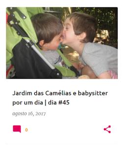 Dois irmãos a dar um beijinho ternurento