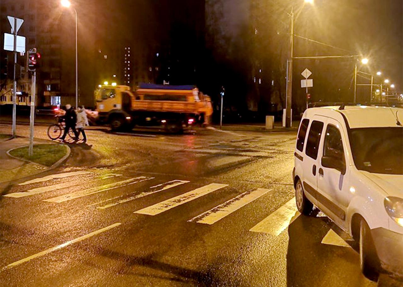 Atkala uz krustojuma Rīgā, kura avarēja vieglā automašīna
