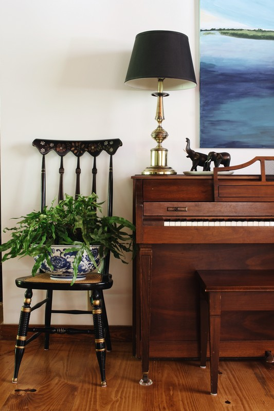 piano-styling-elephants-art-antique-chair