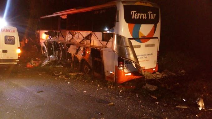 Acidente entre ônibus e bitrem na 277 deixa 7 feridos em Laranjeiras do Sul
