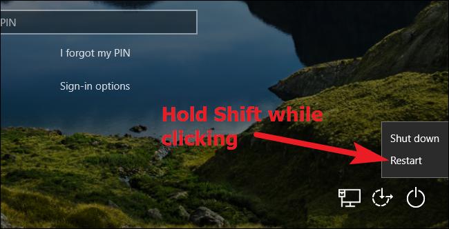 الضغط مع الاستمرار على Shift أثناء النقر فوق إعادة التشغيل في Windows 10