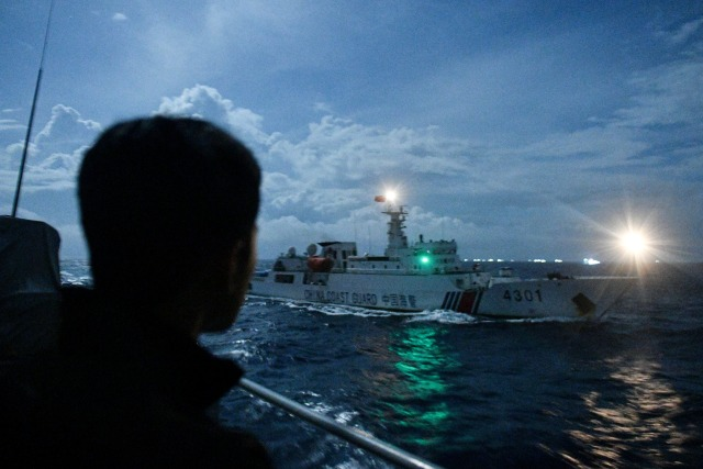Foto Kapal Coast Guard dan Nelayan China Kembali Serbu Natuna