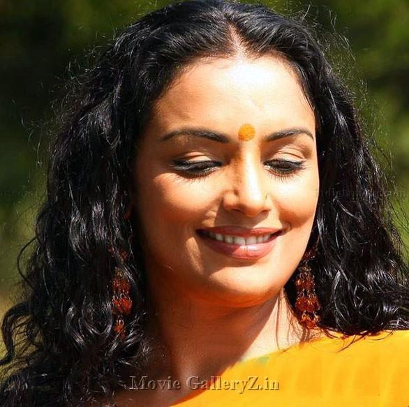 Swathi Verma Drogam Poster: Swetha Menon Bathing Hot Image