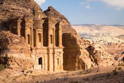 Ανακαλύφθηκε τεράστιο αρχαίο μνημείο που για αιώνες παρέμενε κρυμμένο στην αρχαία Πέτρα της Ιορδανίας