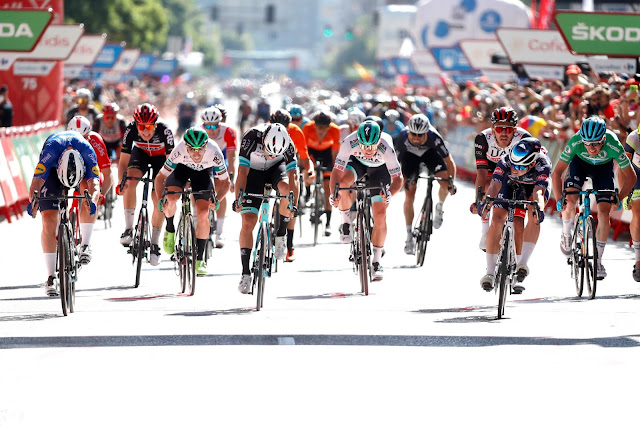 Jasper Philipsen leva a melhor na linha de chegada e vence a segunda etapa da Vuelta a España