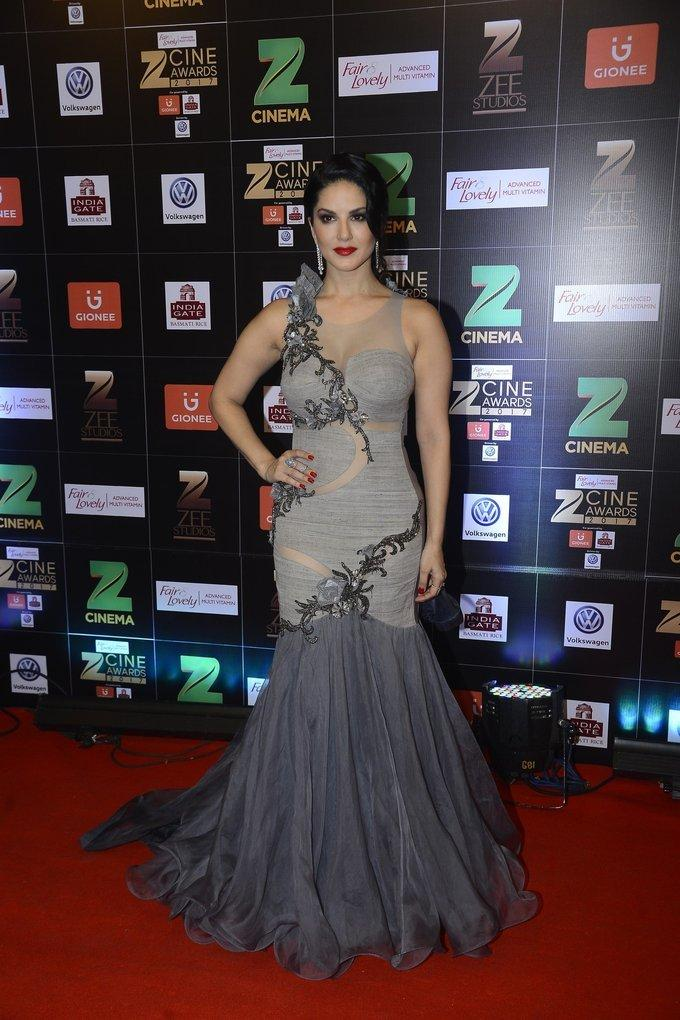 Indian Model Sunny Leone At Zee Cine Awards 2017