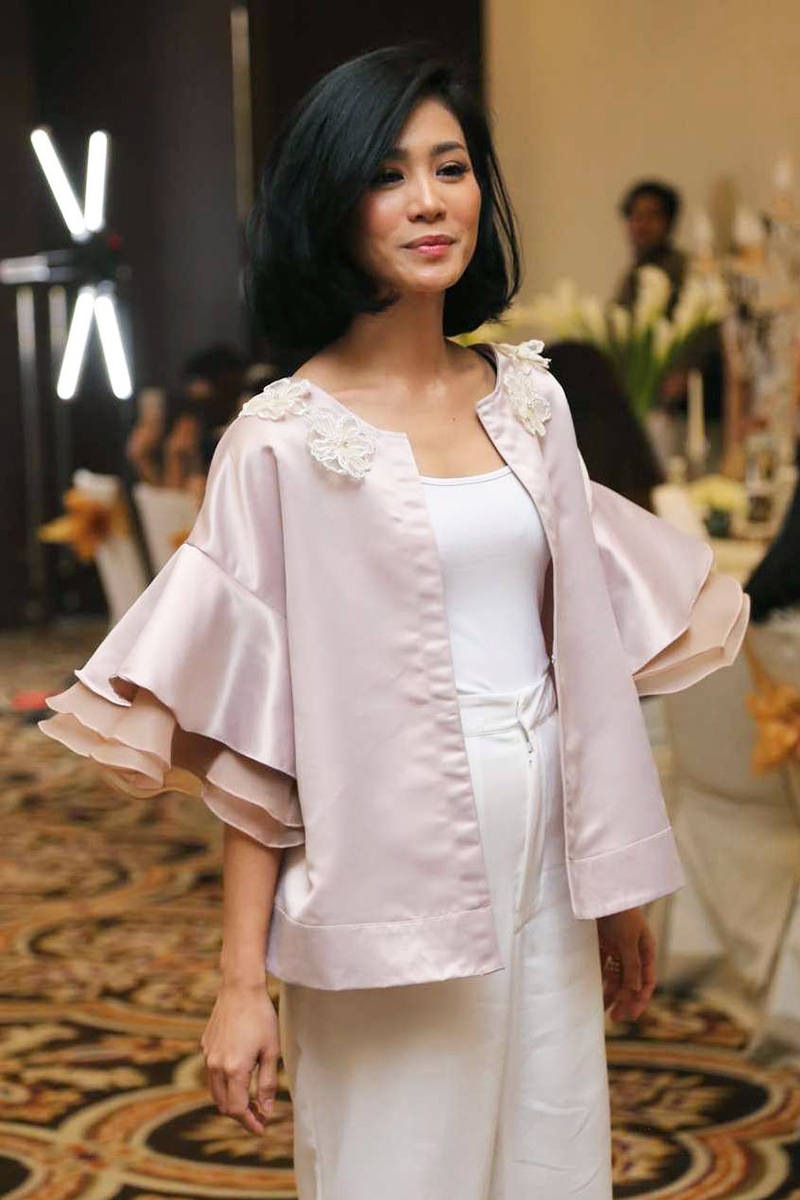 Bunag Zainal Artis FTV cantik dengan rambut pendek hitam dan manis