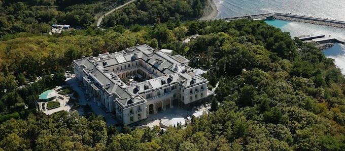 Lavrov: a német titkosszolgálatok segédkezhettek a gelendzsiki palotáról szóló film elkészítésében