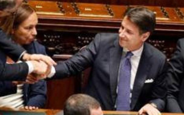 بشرى للمهاجرين بإيطاليا..رئيس الحكومة الإيطالية يعد بمراجعة قانون سالفيني الخاص بالهجرة والمهاجرين