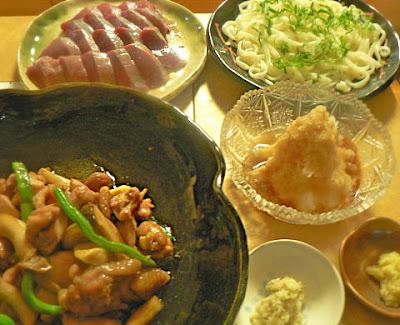 夕食の献立 鶏肉のニンニク炒め煮 カツオ 令うどん おろしポン酢