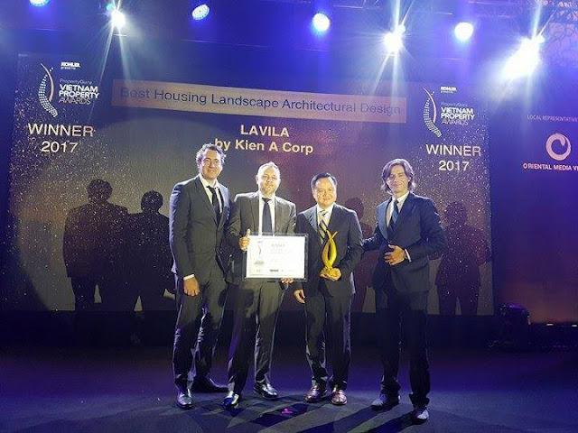 Đại diện Kiến Á group nhận giải thưởng danh giá tại Vietnam Property Awards 2017.