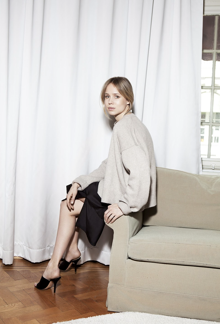 This Minimalist 3-Piece Outfit Is Perfect for a Holiday Party  — Elin Kling Style