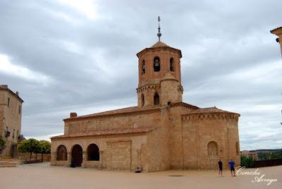 Bella iglesia románica la de San Miguel que también se encuentra en la plaza Mayor de Almazán