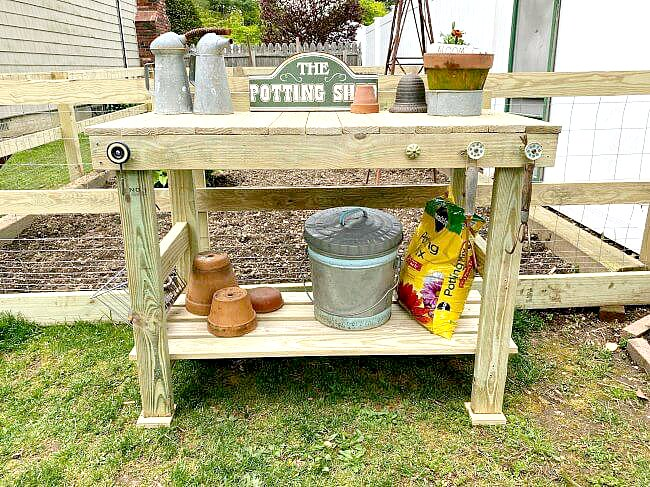 Easy Outdoor garden potting table tutorial