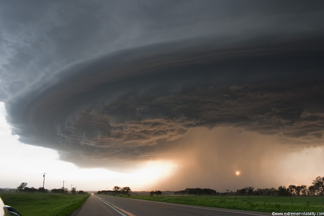 This is one of my favorite shots. supercell sunset storm,