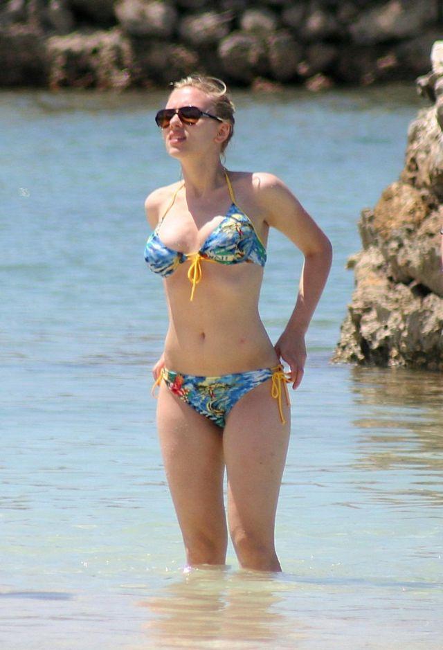 Scarlet johansson on bikini