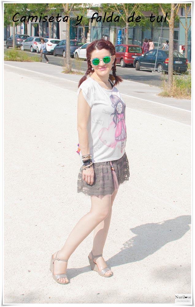 Un look dulce y casual con una falda de tul para pasar un día paseando y turisteando