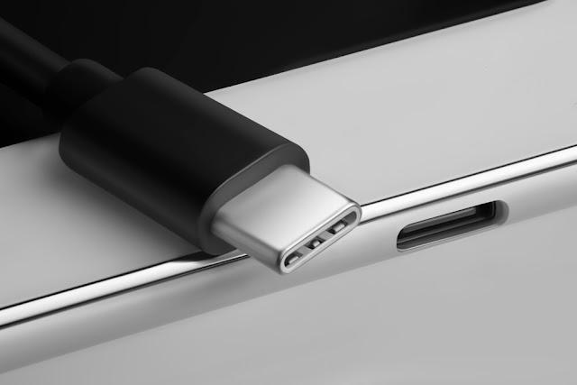 كم تبلغ سرعة نقل البيانات في منفذ USB 4؟