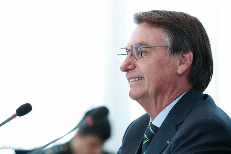 "Image result for Bolsonaro anuncia aumento do piso salarial para professores"""