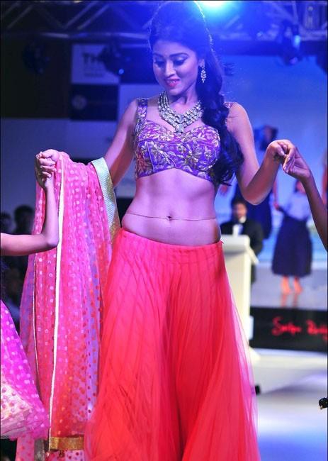 Shriya Latest Hot Sexy Navel Pictures